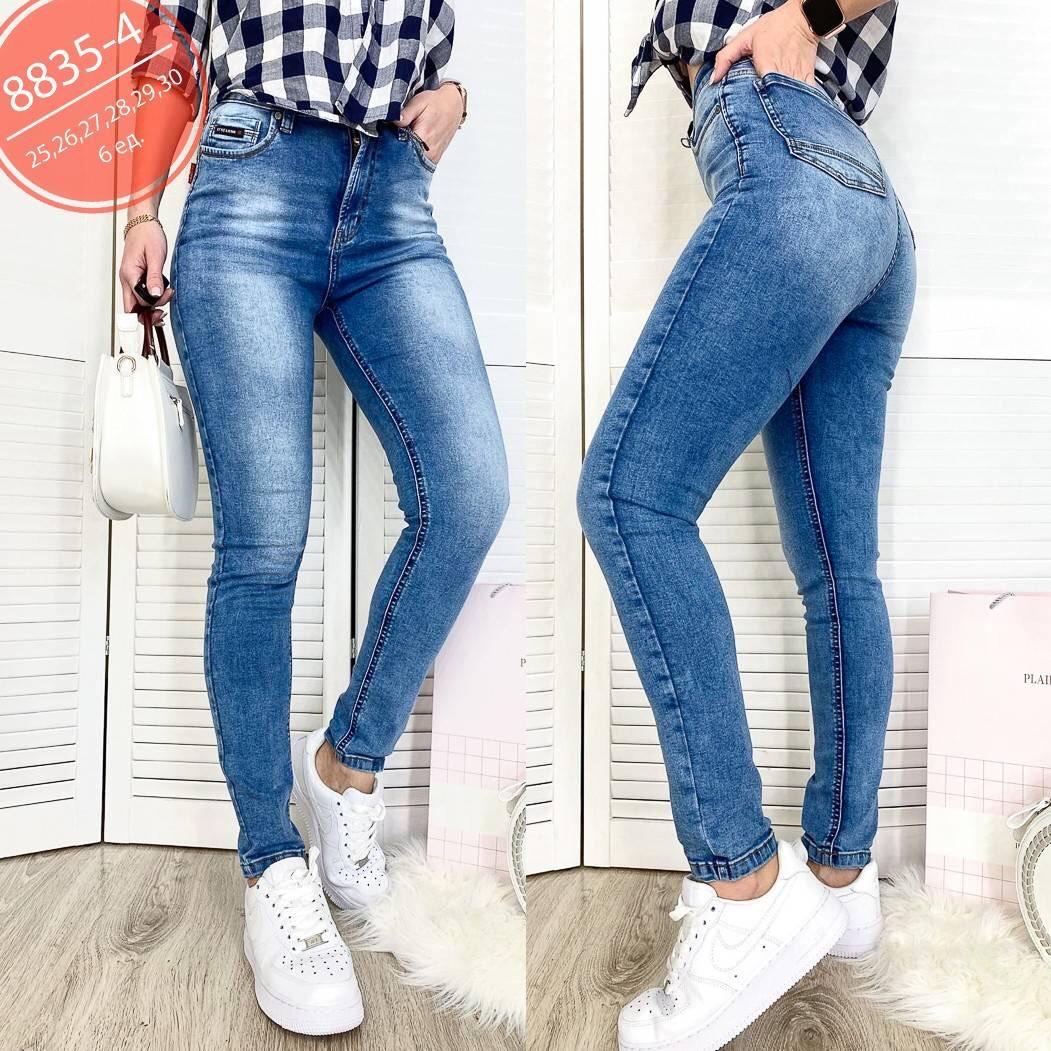 Высокие женские джинсы голубого цвета