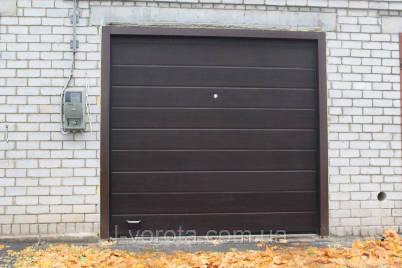 Подьемные секционные ворота DoorHan 2500×2500 (цвет венге)