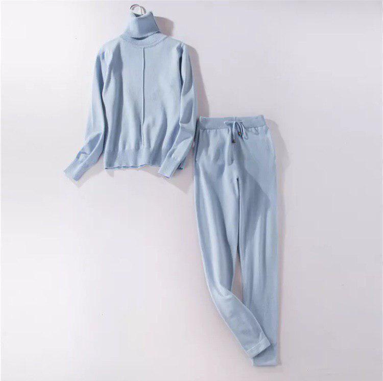 Женский костюм двойка голубого цвета размер С/М