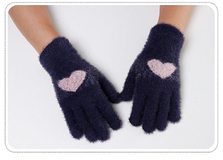 Перчатки женские зимние из ангоры с рисунком сердечко темно-серые