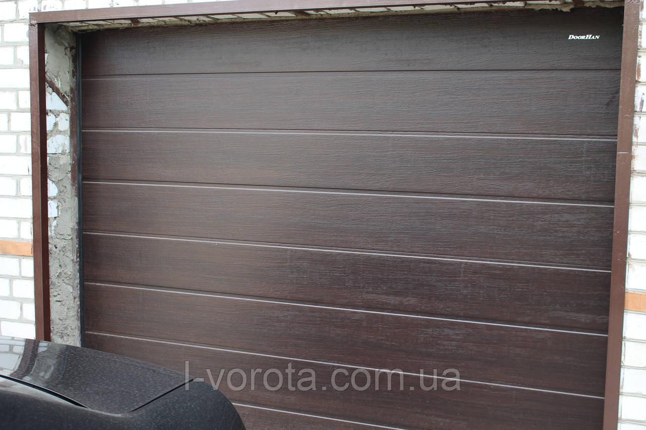 Подьемные гаражно-секционные ворота ворота DoorHan 2800×2100 (цвет венге)