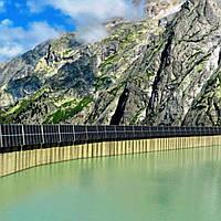 В Альпах зведуть вертикальну сонячну електростанцію