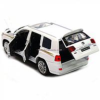 Машинка игровая автопром «Toyota Land Cruiser» Белая со световыми и звуковыми эффектами (6608), фото 8