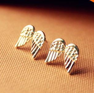 Небольшие  Серьги  золотого  цвета  крылья