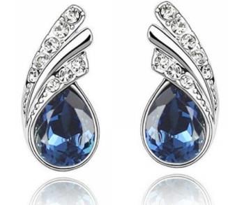 Серьги   серебряного цвета с  темно синими австрийскими кристаллами