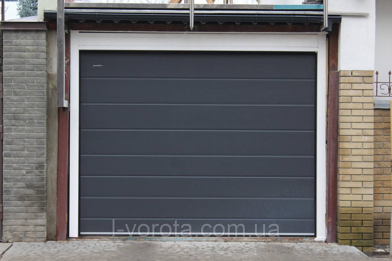 Секционные ворота в гараж DoorHan ш2400, в1900 (цвет сатингрей)
