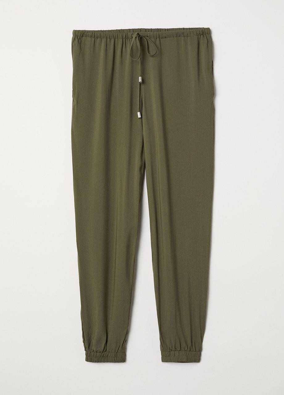 Хаки летние зауженные брюки H&M
