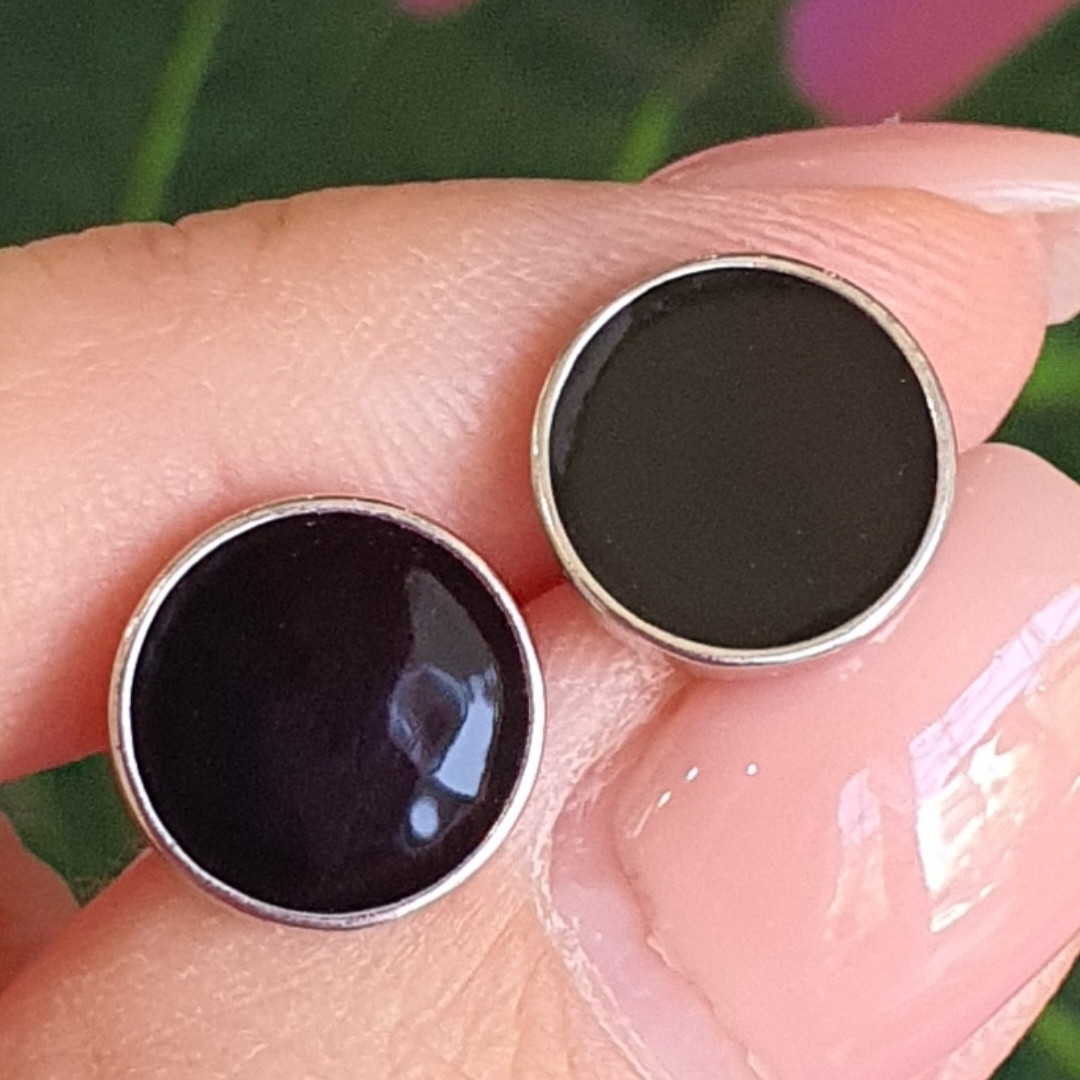 Мужские серьги-гвозди с черным камнем 11 мм- Серебряные мужские серьги с черной эмалью