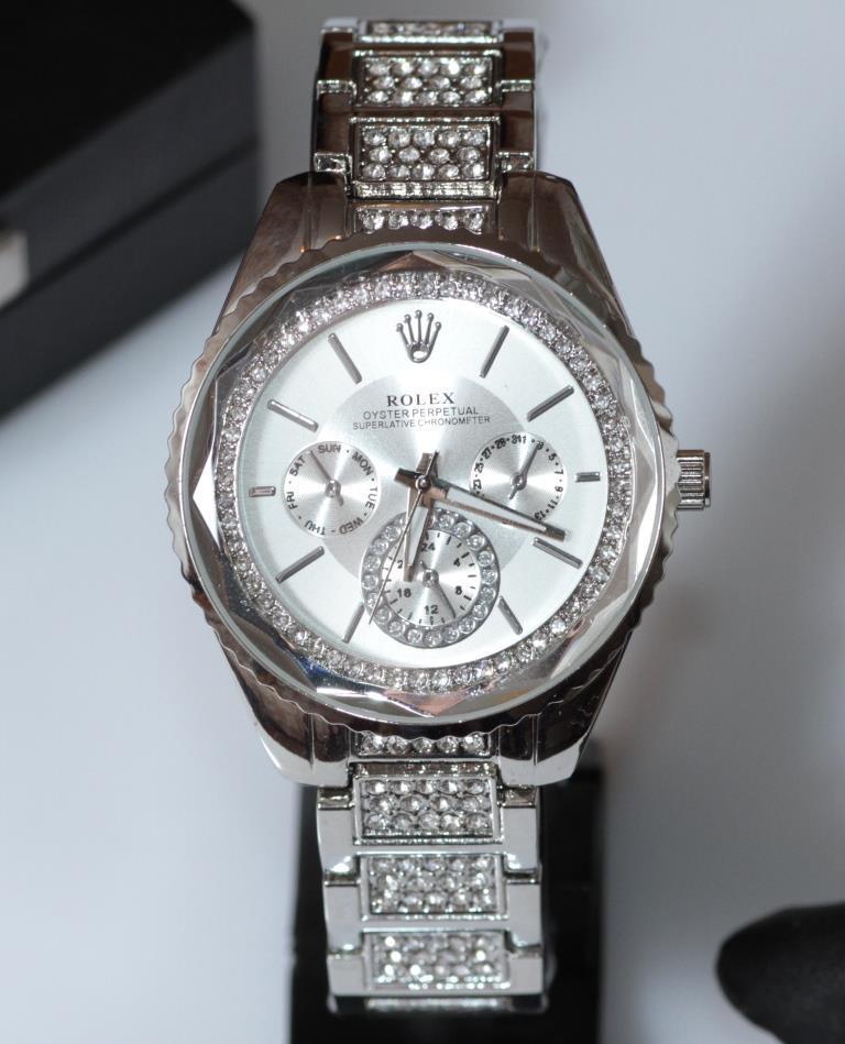 Наручные кварцевые часы HS0133 с металлическим браслетом серебристого цвета