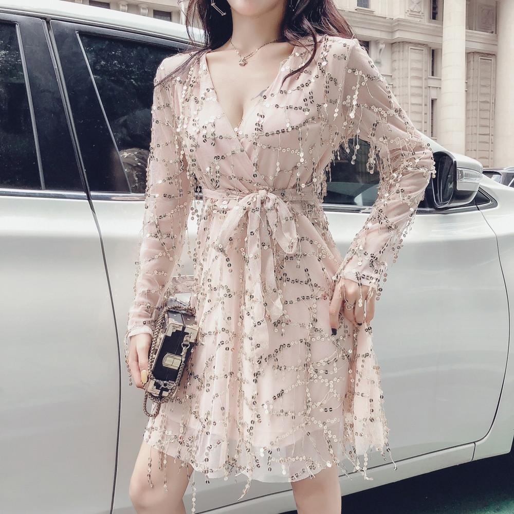 Платье из фатина расшитого пайеткой с расклешенной юбкой и верхом на запах 83plt1045