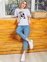 Белая футболка с популярным принтом 2994