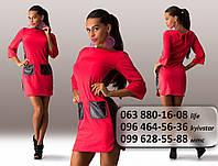 Красивое женское короткое платье с длинным рукавом и вставками из перфорированной экокожи коралловое