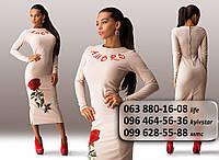 Необыкновенное женское платье средней длины с длинным рукавом и цветочной аппликацией бежевое