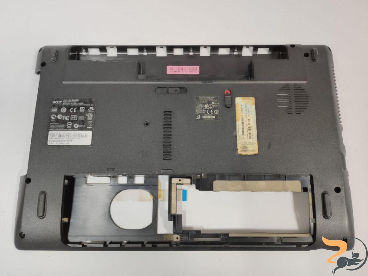 """Нижня частина корпусу для ноутбука Acer Aspire 5253, 5253G, P5WE6, 15.6"""", AP0FO000H00, Б/В. Має зламані кріплення (фото). Продається з платою USB."""