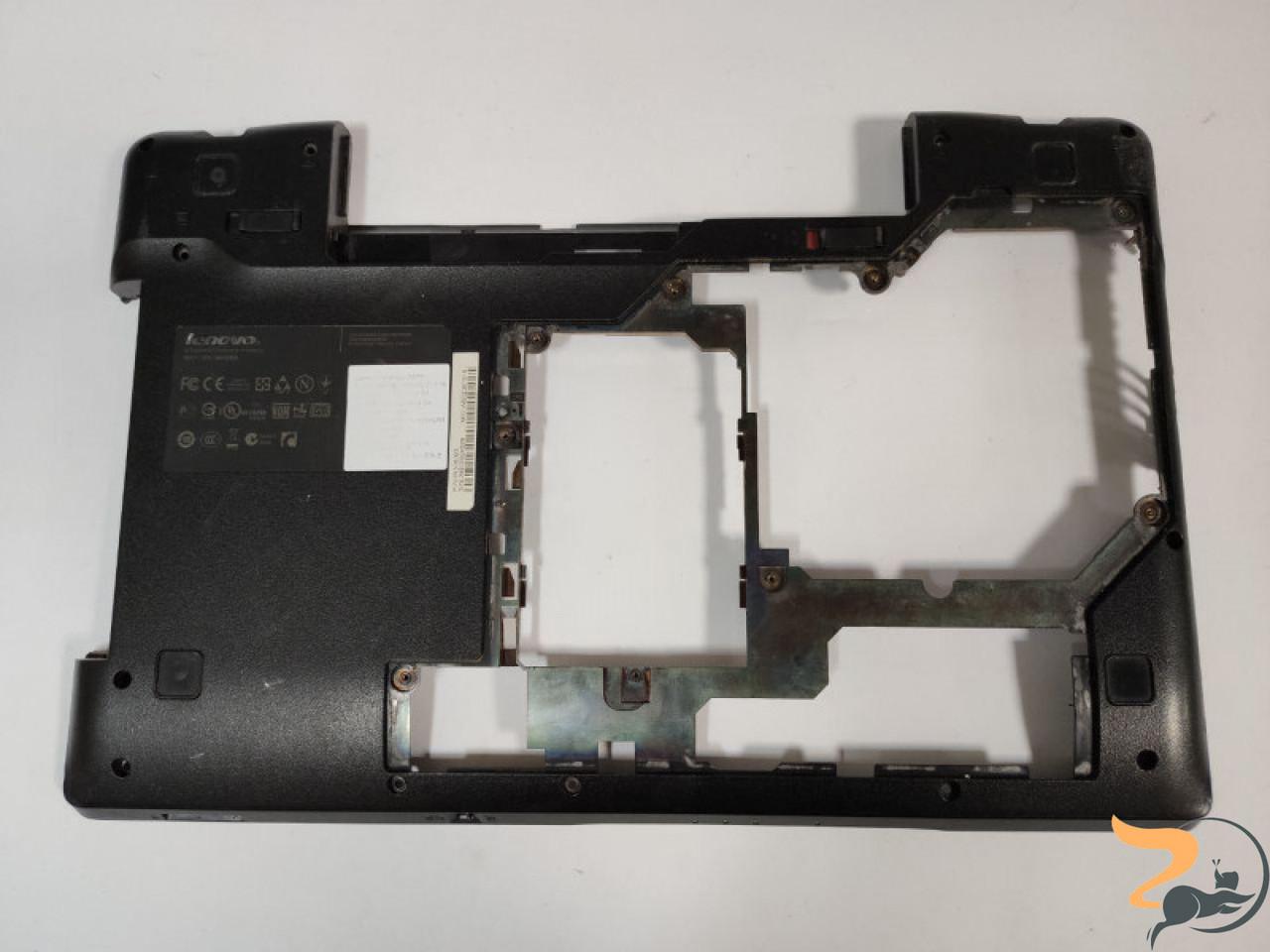 """Нижня частина корпуса для ноутбука Lenovo IdeaPad Z575, 15.6"""", 59338093, Б/В. Зламане кріплення CD/DVD, та рештка (фото)."""