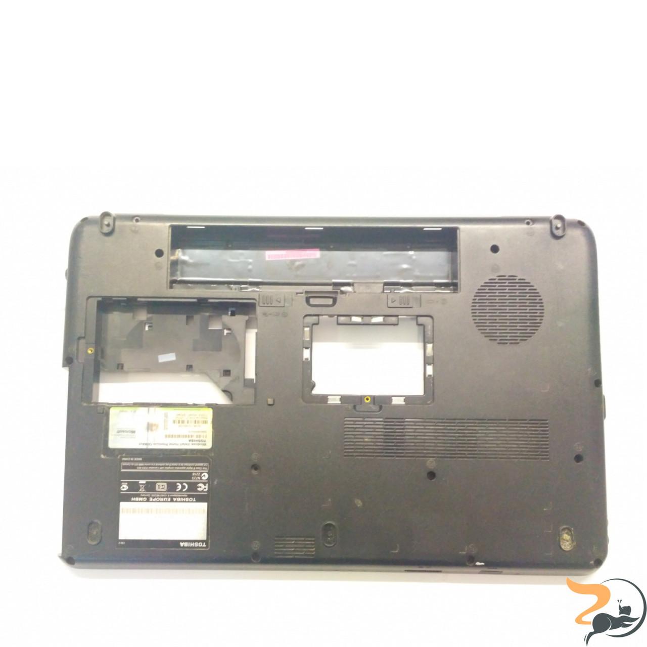 """Нижня частина корпуса для ноутбука Toshiba Satellite L500D, 15.6"""", V000180430, Б/В. Всі кріплення цілі.Є Тріщини, вказані на фото."""