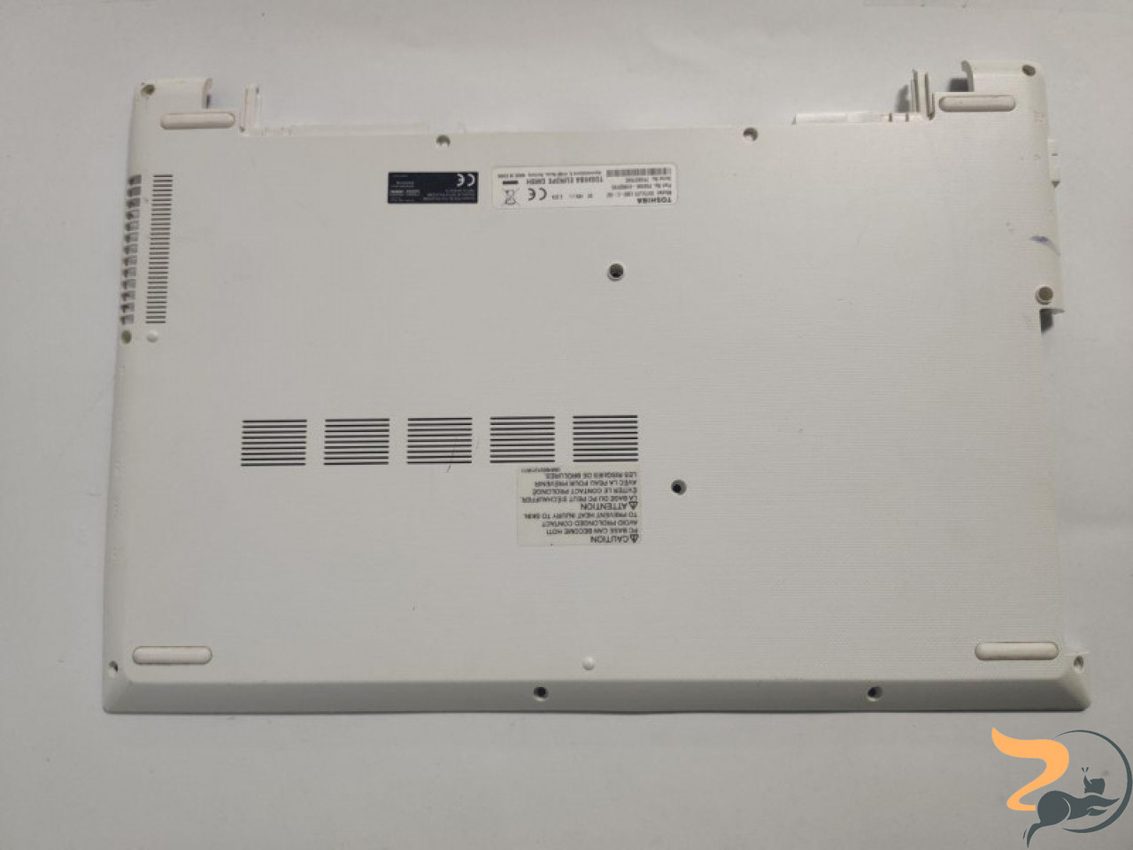 """Нижня частина корпуса для ноутбука Toshiba Satellite L50D-C-16Z, 15.6"""", A000391690, EABLQ01104A, Б/В. В хорошому стані. Має незначну тріщину на"""