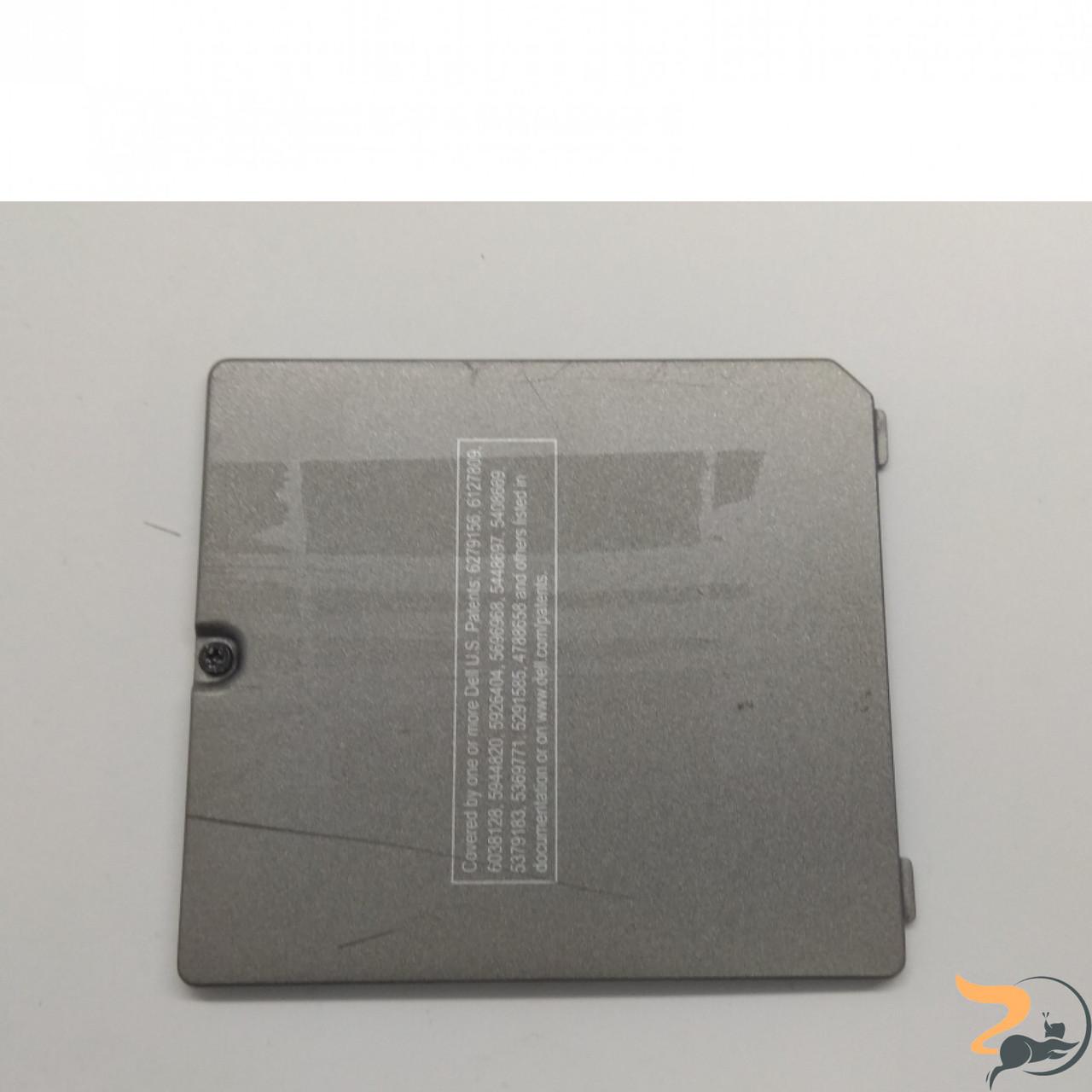 Сервісна кришка для ноутбука Dell Latitude D800, AMDQ003D00L, Б/В. В хорошому стані ,без пошкоджень.