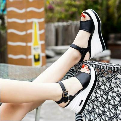 Женские элегантные, летние сандалии, босоножки черные на платформеWomen's elegant, summer sandals, black platf