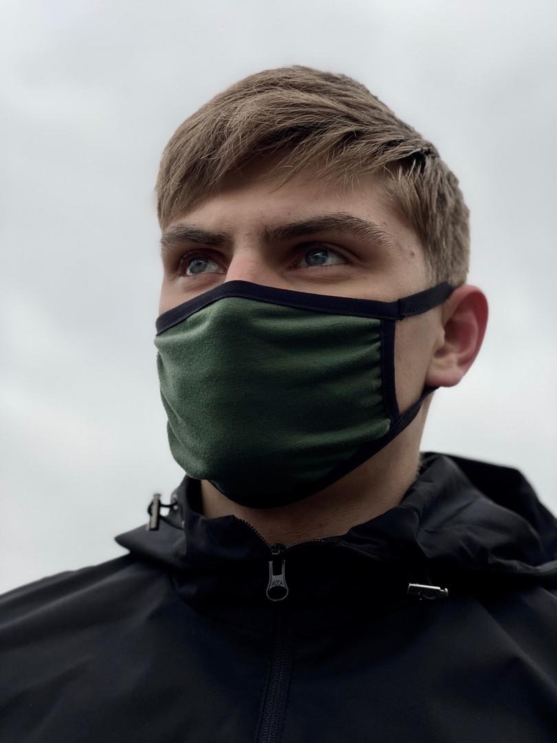 Молодежная однотонная маска из хлопка зеленая с черным без принта