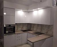 """Кухня с фасадами из пластика на основе МДФ """"Модерн"""""""
