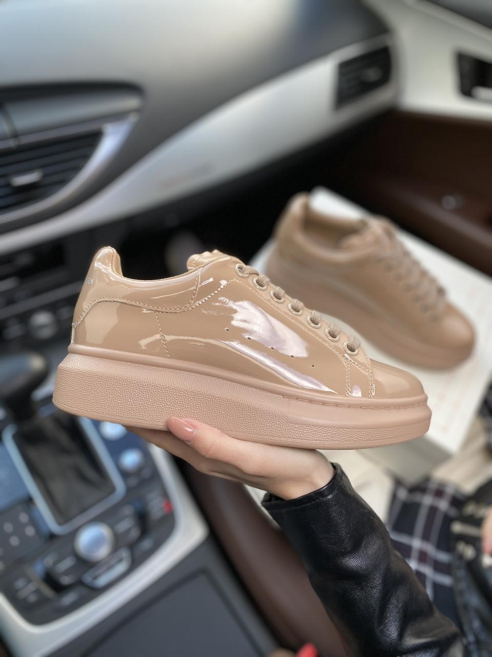 Стильные женские кроссовки Alexander McQueen (Александр Маквин) Patent Beige