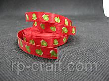 Стрічка атласна, новорічна. Зелені рукавиці на червоному тлі, 10 мм