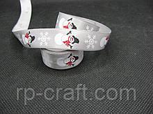 Стрічка атласна, новорічна. Снігова баба на сірому тлі, 16 мм