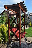 Дерев'яна садова гойдалка на перголі