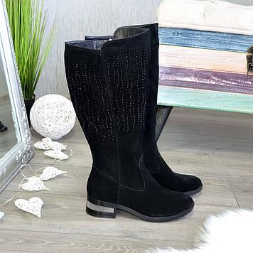 Сапоги женские черные замшевые на невысоком каблуке, декорированы накаткой камней. Батал!