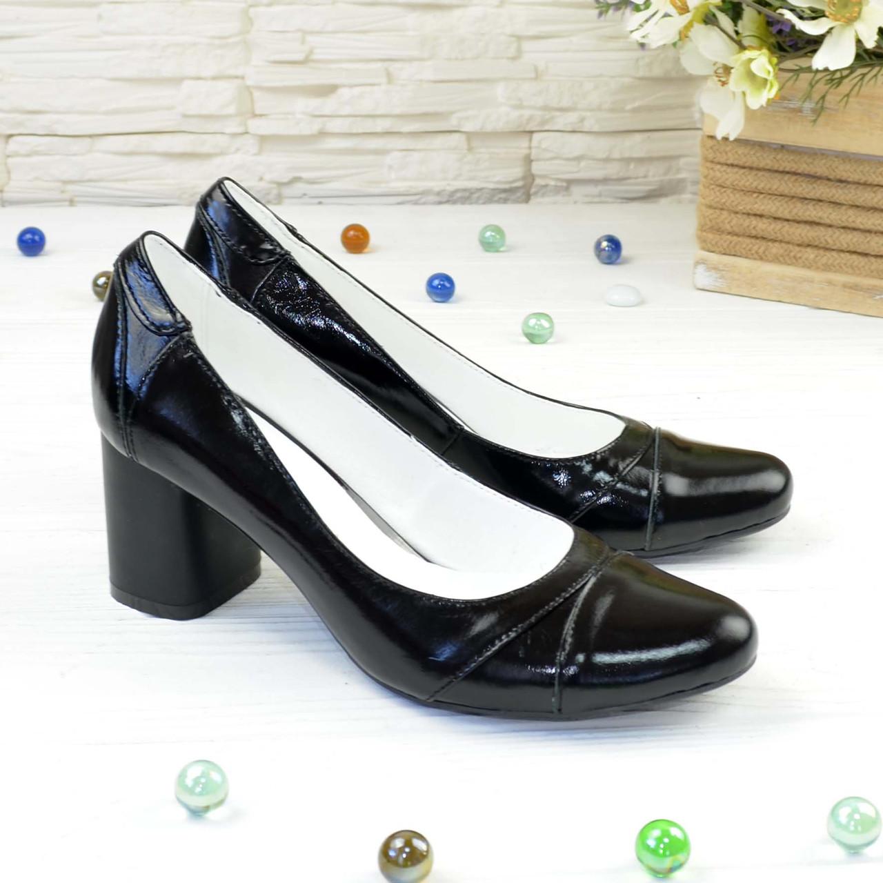 Женские черные лаковые классические туфли на устойчивом каблуке.