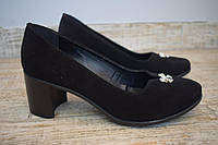 Женские Замшывые туфли на удобном каблуке.