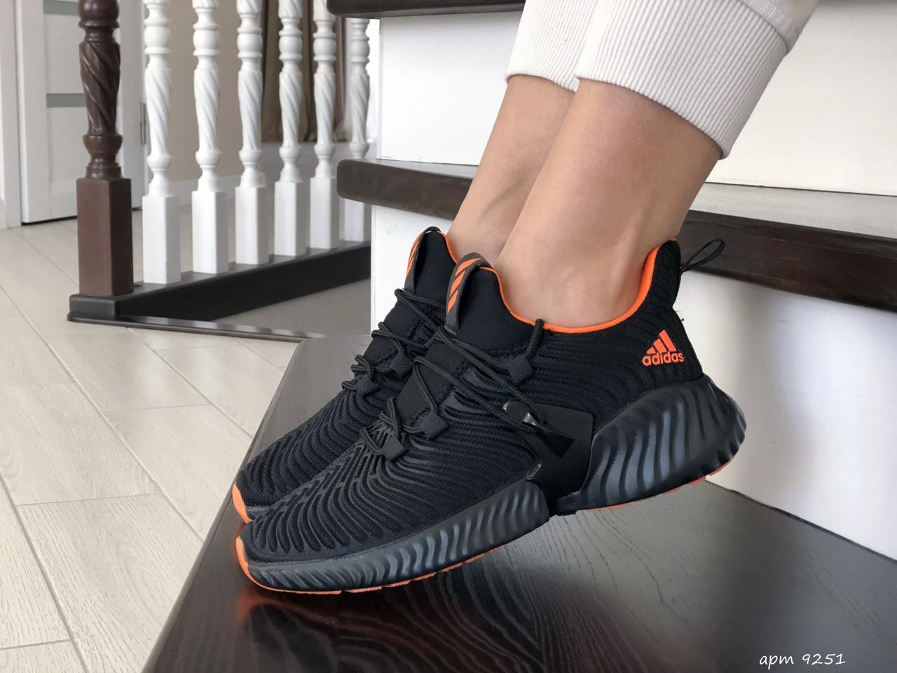 Модные женские кроссовки Adidas,текстиль,черные с красным
