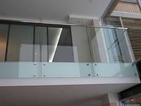 Стеклянные ограждения балконов из ударопрочного стекла
