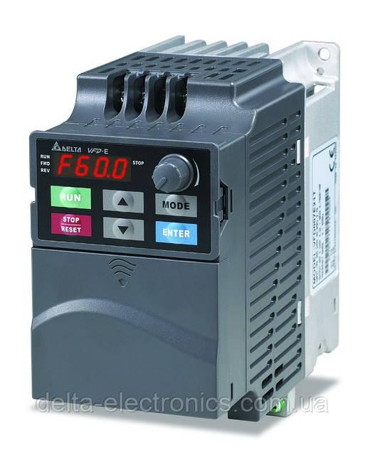 Преобразователь частоты Delta Electronics, 0,4kВт, 230В,1ф.,векторный, со встроенным ПЛК,VFD004E21T