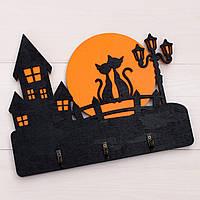 Ключница из дерева кошки на луне и семья