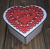 Шкатулка «Сердце» белая с накладкой красное сердце