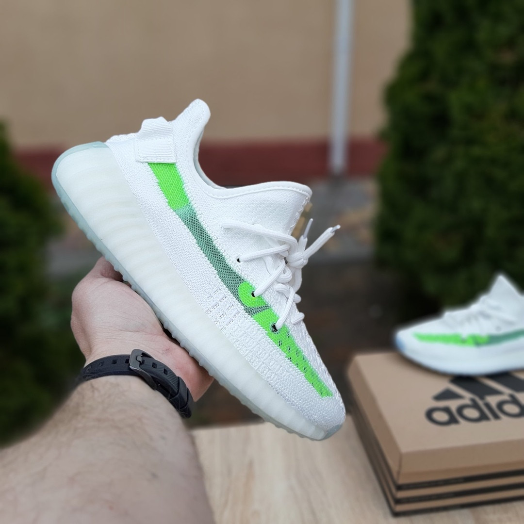 Женские кроссовки Adidas Yeezy Boost 350 V2 (бело-салатовые) 20079