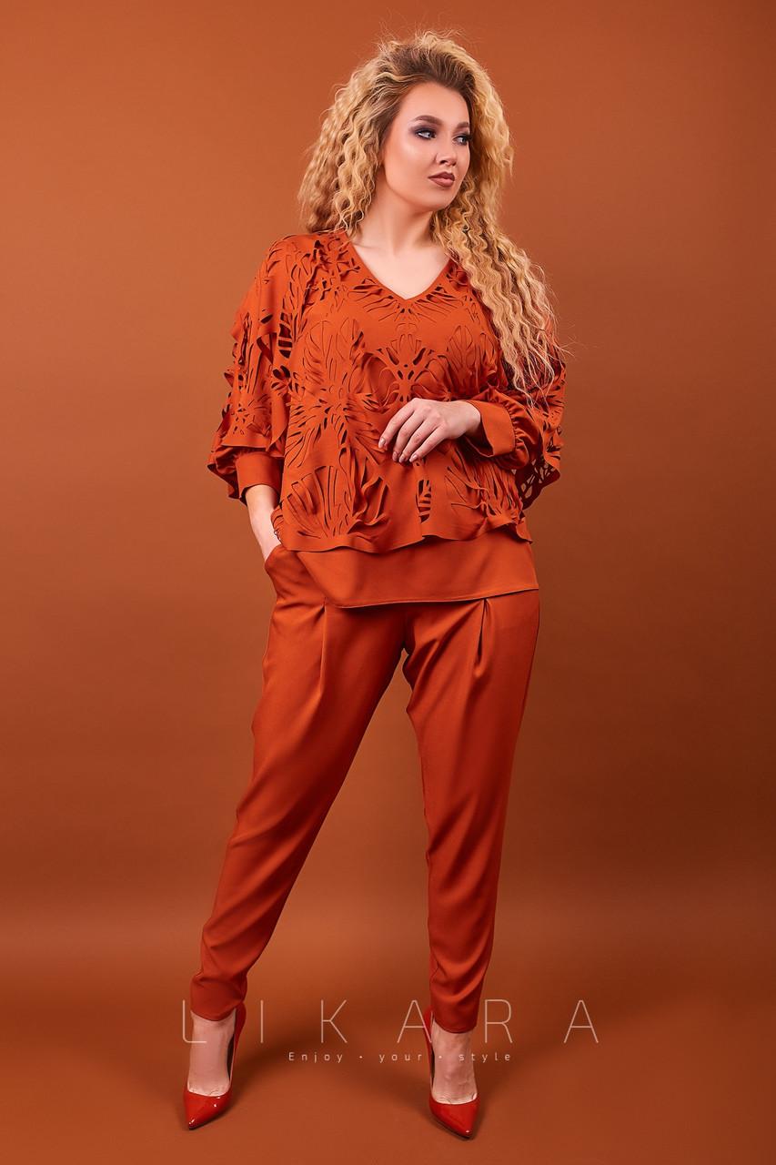 Оригинальный эксклюзивный женский брючный костюм с блузкой с прорезными узорами, батал большие размеры