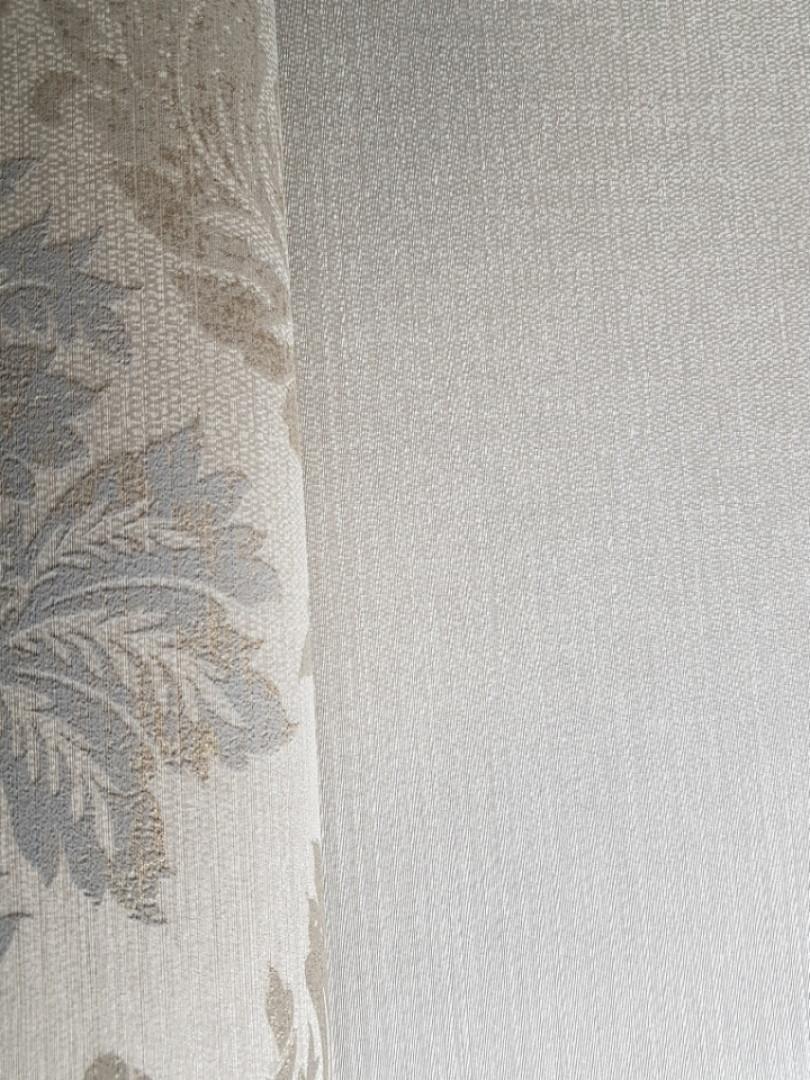 Текстильні шпалери на флізелін Da capo RaschTextil 085586 однотонні структурні смужка бежева з сріблом