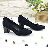 Женские замшевые туфли на невысоком каблуке, цвет синий, фото 3