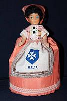 Кукла в национальном костюме 940027 резиновая в платье с пышной, коралловой юбкой Malta 18 см
