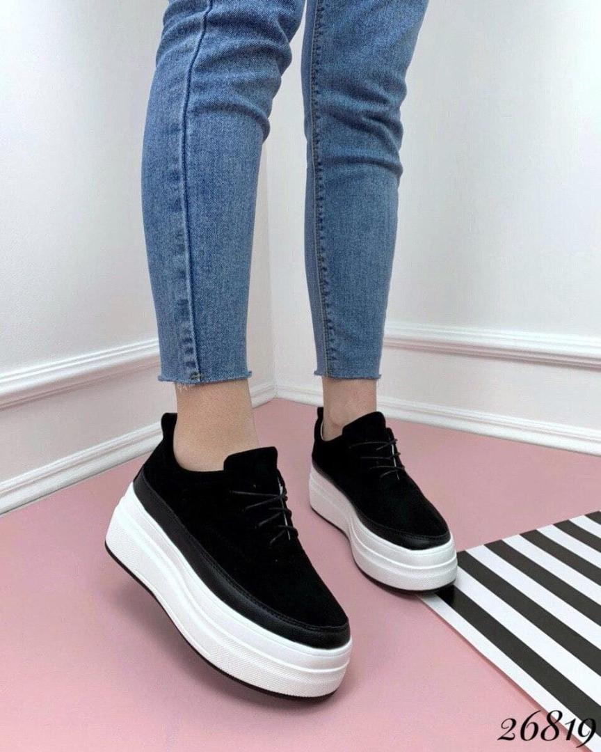 Сникерсы на шнуровке,толстой подошве .  Цвет:черный 40  размеры