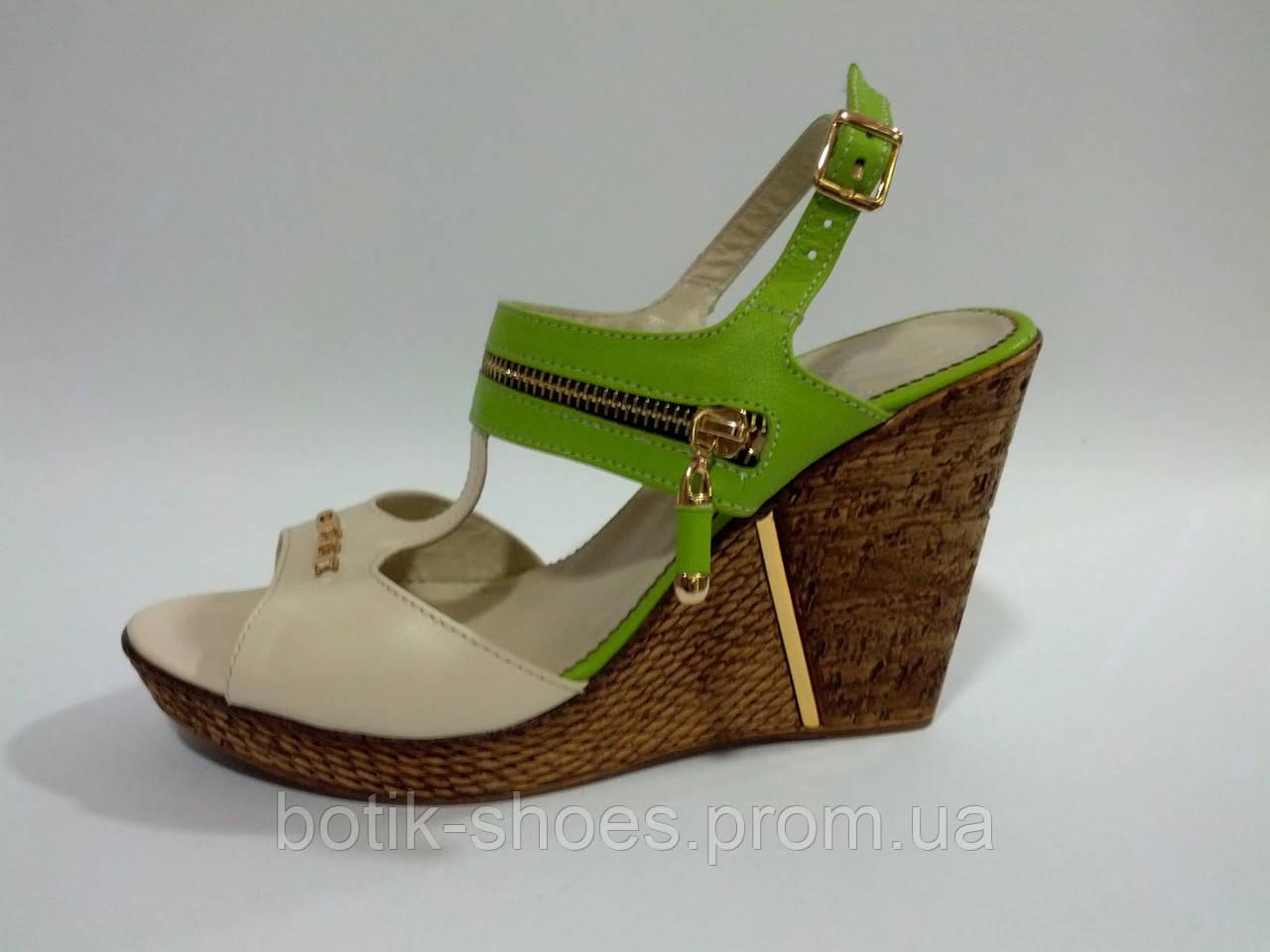 pictures Резиновые босоножки – удобная и оригинальная обувь для модниц изображения
