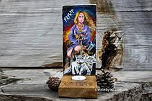 Картина скандинавської богині Фрея та дерев'яний вікінг-вівтар. Дерев'яна фрея