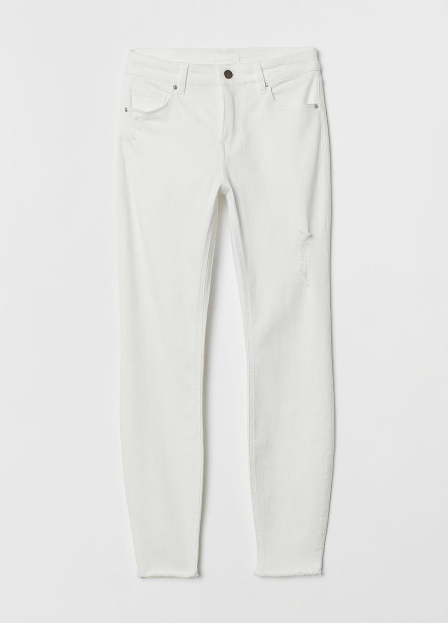 Белые демисезонные зауженные джинсы H&M
