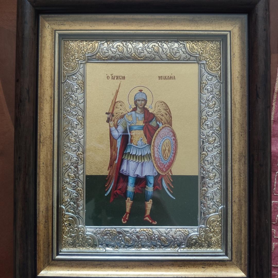 Икона Архангел Михаил 29*24см серебряная рамка с позолотою под стеклом