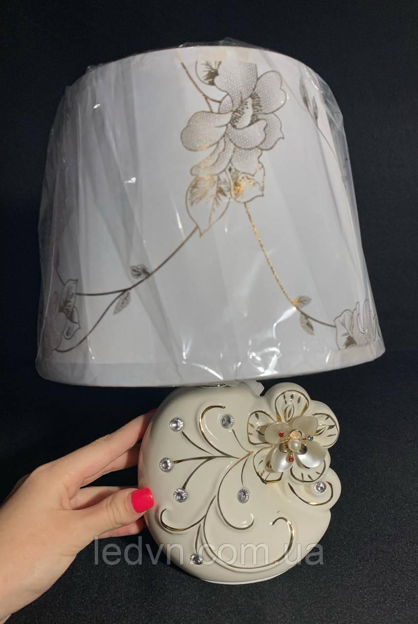 Настільна лампа з абажуром бежевий Е14