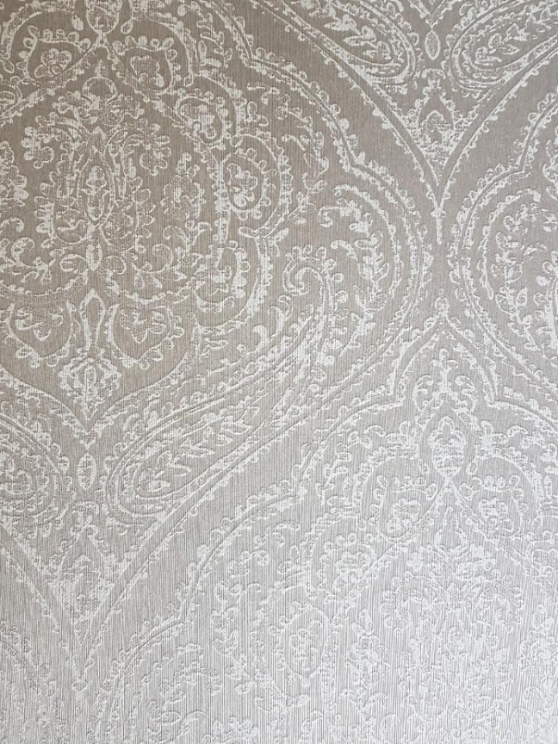 Текстильные обои на флизелиновой основе Cador Rasch Textil 086729 вензеля светло-серые с серебром