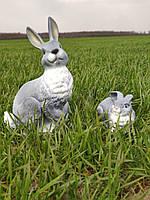 Садовая фигура Зайчиха из зайчонком. декоративная фигура.
